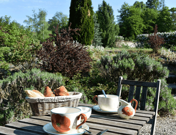 Petit-déjeuner-en-terrasse